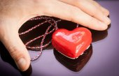 Red gift heart with reflection — Stock Photo