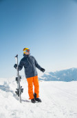 Happy skier sportsman at winter ski resort panoramic background — Fotografia Stock