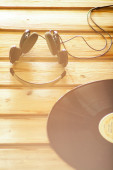 Headphones and vinyl record music background — Stock Photo