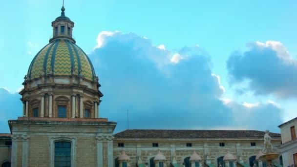 Nubes sobre Piazza Pretoria — Vídeo de stock