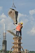 Construction workers casting column — Stock Photo