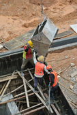 Group of construction workers casting reinforcement concrete wall — Stockfoto