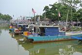 Fisherman boat docking at jetty — Stock Photo