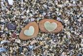 Two Hearts on Red Rocks on Sand — Foto Stock