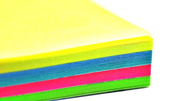Papel multicolor para notas — Vídeo de stock