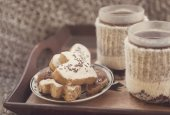 Winter tea and homemade cookies — Stock Photo