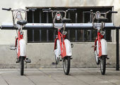 BARCELONA, SPAIN - SEPTEMBER 29: Some bicycles of the bicing service in Barcelona, Spain on September 29, 2014. With the bicing sharing service people can rent bicycles for short trips. — Stok fotoğraf