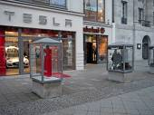 Shops of Apple, Timberland and Tesla in Kurfuerstendamm, Berlin, — Stockfoto