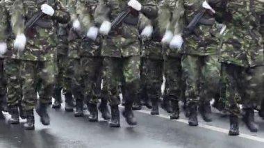 Bewaffnete Soldaten — Stockvideo
