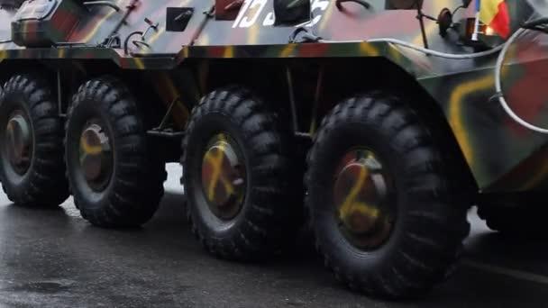 Vehículos de transporte blindados — Vídeo de stock
