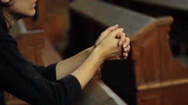 Girl Praying in Church — Stock Video
