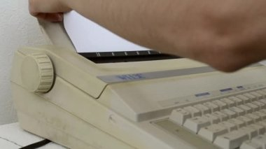 Inserting A Blank Sheet to TypeWriter — Stock video