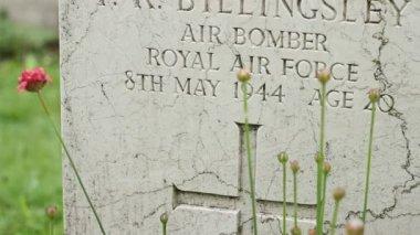 Royal Air Force WWII Grave — Vídeo de stock