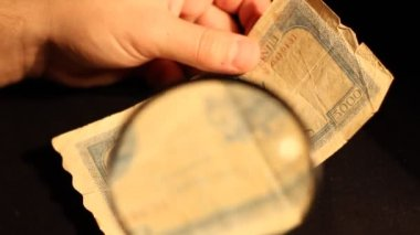 Specialist Inspect Old Banknote — Stock Video