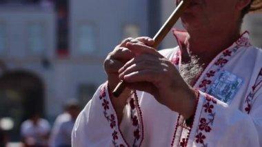 Traditional Wood Flute Singer — 图库视频影像