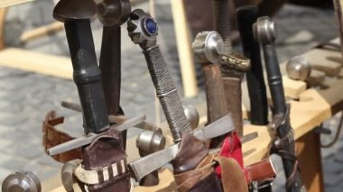 Espadas antigas — Vídeo stock