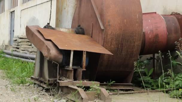 Movilidad Industrial chimeneas de Rusty — Vídeo de stock