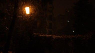 Snowy Night Neighborhood Alley — Vídeo stock