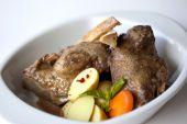 鸽子炖煮的食物 — 图库照片