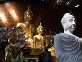 White and yellow  Buddha  statue — Stock Photo
