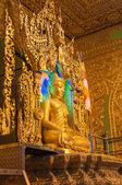 Kyaikhto, Myanmar - 22. Februar 2014: Kyaikpawlaw Buddha Statue — Stockfoto