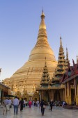 Yangon, Myanmar - February 19, 2014:  Shwedagon Pagoda — Stock Photo