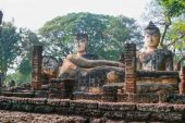 Old Big Ruin  Reclining and sitting Buddha in Kamphaeng Phet His — Stock Photo