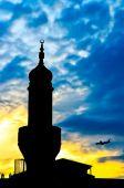 Věž mešity v soumraku — Stock fotografie