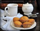A cup of tea is cakes and ancient books — ストック写真