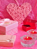 Valentines day card concept, Valentine gift, candles, gifts, surprises. — Φωτογραφία Αρχείου
