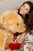 Girl with stuffed heart and bear — Stock Photo