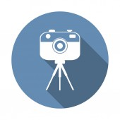 Camera on small tripod — Stock Vector