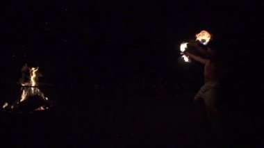 Skilled fire dancer performs with two fire staff props outside, slow motion (240 fps) — Stock Video