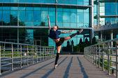 Ballerina dancing in casual clothes standing on tiptoes. Acrobatics, ballet, dance. Outdoor — Stock Photo
