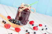 Blackberries jam in mason jar and fresh raspberry, blueberry on a wooden table. Macro image, unique perspective, selective focus — Stock Photo
