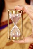 Closeup view of woman hand holding hourglass — Stock Photo