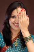 Beautiful young Indian traditional woman — Stock Photo