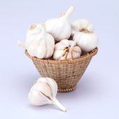 Garlic in a bakset isolated on white — Stock Photo