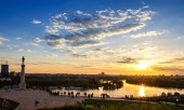 Sunset from Kalemegdan fortress to confluence of Danube and Sava — Stock Photo