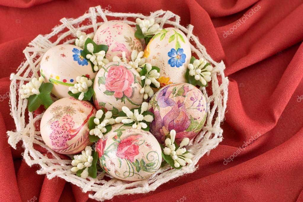 Uova di pasqua decorate variopinte decoupage foto stock creativefamily 100430510 - Uova decorate per pasqua ...