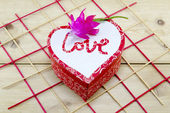 Heart shaped box decorated with a pink flower — Foto de Stock
