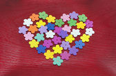 Heart made out of colorful paper flowers — Stockfoto