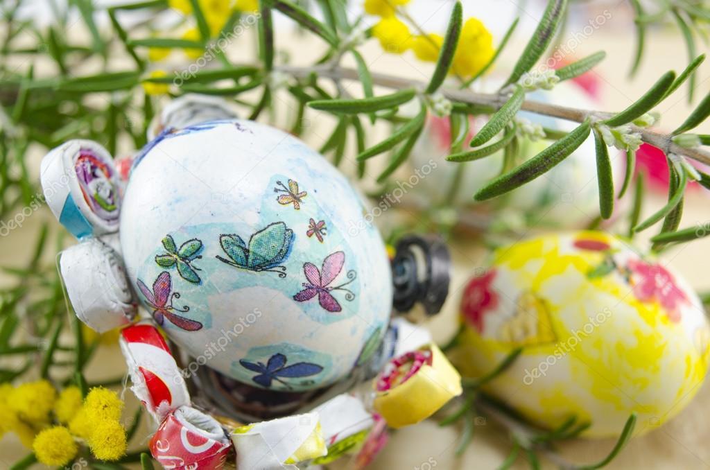 Dipinto a mano decoupage uova di pasqua foto stock - Uova di pasqua decorati a mano ...