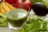 Green smoothie and ingredients — Stock Photo