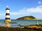 Trwyn Du Lighthouse and Puffin Island — Stock Photo