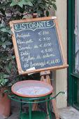 An advertising blackboard outside an italian restaurant — Foto Stock