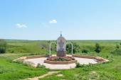 Kamenetz village of Oryol region (RUSSIA) in JULY 05, 2015 - Gate as a tricuspid arch with prayers engraved on it for passage to the holy spring — Stock Photo