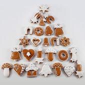 Noel gingerbread bir Noel ağacı şeklinde el yapımı — Stok fotoğraf