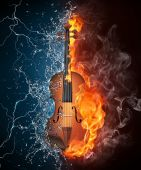 Violin on Fire and Water — Stock Photo