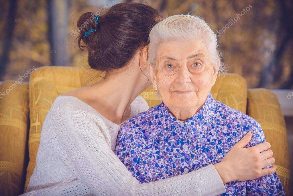 пожилая бабка и молодой